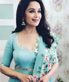 Bollywood Photos, Bollywood Saree, Bollywood Celebrities, Bollywood Fashion, Bollywood Actress, Beautiful Girl Indian, Most Beautiful Indian Actress, Madhuri Dixit Saree, Sabyasachi