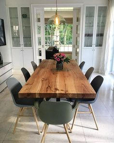 Dining table Dining room Solid wood table Custom made oak table .- Dining table Dining room Solid wood table Custom made oak table Solid Wood Table, Oak Table, Wooden Tables, Tree Table, Esstisch Design, Design Tisch, Mid Century Modern Living Room, Living Room Modern, Living Rooms