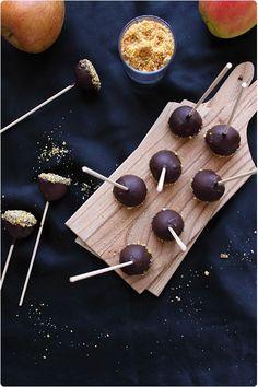 J'avais envie de réaliser des mini pommes d'amour avec du caramel mais le caramel ne durcit pas sur les billes de pommes (en cause : la chair juteuse), le