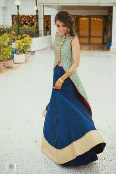 Best site to plan a modern Indian wedding, WedMeGood covers real weddings… India Fashion, Ethnic Fashion, Asian Fashion, Look Fashion, Indian Attire, Indian Ethnic Wear, Indian Wedding Outfits, Indian Outfits, Pakistani Dresses