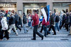Rajat kiinni -mielenosoituskulkue Aleksanterinkadulla menossa kohti Säätytaloa.