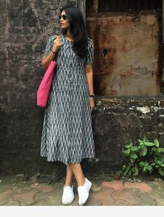 Here is simple n casual look kurta You can wear it as a simple pretty dress or as a kurta with leggings Salwar Designs, Kurta Designs Women, Kurti Designs Party Wear, Kalamkari Dresses, Ikkat Dresses, Frock Fashion, Fashion Dresses, Casual Frocks, Frock For Women