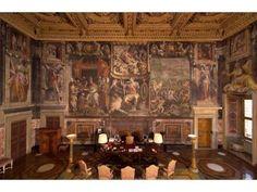 Bureau de l'ambassadeur, ce salotto de 150 m2 était le salon d'apparat de la famille, la pièce centrale de l'étage noble donnant sur la place Farnèse par la loggia de Michel-Ange. Salviati, Apothéose de Ranuccio-Enée