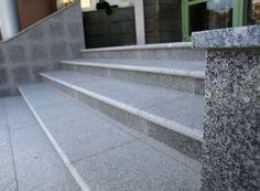 Granit Treppen können in individuellen Größen, Formen und Farben gefertigt werden.   http://www.granit-naturstein-marmor.de/granit-treppen-hochwertige-treppen