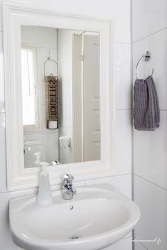 Frame the mirror Home, Bathroom Toilets, Bathroom Inspiration, Beautiful Bathrooms, Gray And White Bathroom, House, Bathroom Mirror, White Bathroom, White Decor