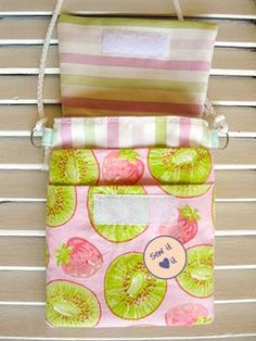Small handbag tutorial. Perfect for quick trips. #sewing #purse #pattern