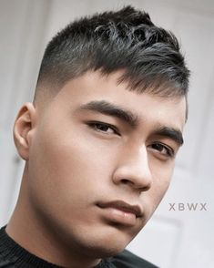 This textured crop with fringe covers a high forehead or receding hairline. #menshair #menshaircuts #thinninghairmen #recedinghairline #highforehead #shorthairmen