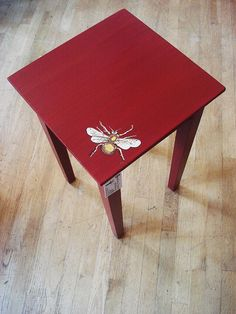 Bee Red Table