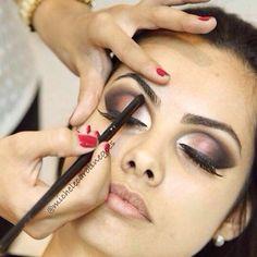#ShareIG Amei esta maquiagem feita pela talentosa maquiadora @michelecarolinegoes. Confiram o tutorial passo a passo com a maquiagem completa! Ficou incrível!  Conheçam o trabalho de @michelecarolinegoes @michelecarolinegoes Canal youtube: Michele Góes