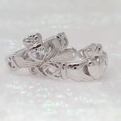 Specializes in gold, platinum and sterling silver Claddagh Ring designs. Claddagh Rings - Made in Ireland, ships from Colorado, USA. Silver Claddagh Ring, Claddagh Rings, Ring Stores, Irish Jewelry, Unique Rings, Cute Jewelry, Ring Designs, Celtic, 18k Gold