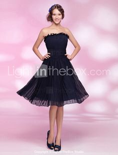 A-line Princess Strapless Knee-length Chiffon Cocktail Dress