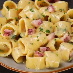 Pasta alla crema di patate e pecorino con polpo - Rezepte nudeln Easy Dinner Recipes, Pasta Recipes, Breakfast Recipes, Chicken Recipes, Easy Meals, Cooking Recipes, Healthy Recipes, Breakfast Toast, Vegetarian Breakfast