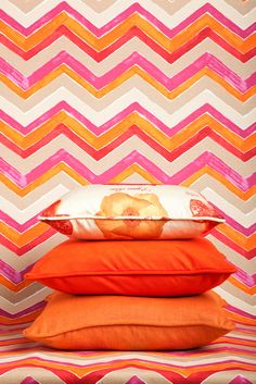 Summer is all about color! Bring color to your home with bright fabrics by Calico. Image: Calicocorners.com