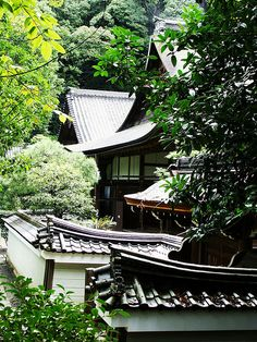 Japanese residence: photo by jonwick04, via Flickr
