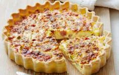 Breakfast Buffet Recipes: Ham and Cheese Quiche Breakfast Bar Kitchen, Breakfast Buffet, Eat Breakfast, Breakfast Recipes, Crockpot Breakfast Casserole, Brunch Casserole, Casserole Recipes, Quiches, Ham And Cheese Quiche
