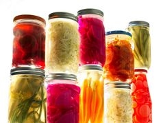 Why gut health so important and the part that fermented foods play. Click through for a nutritionist's breakdown the basics of gut health, its affects on overall wellbeing, and the far-reaching benefits of fermented foods. Probiotic Drinks, Best Probiotic, Sauerkraut, Superfoods, Tracy Anderson Diet, Healthy Food Habits, Healthy Eats, Keto Nutrition, Paleo Diet