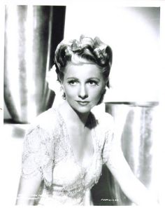 Joan Fontaine, another beautiful woman!