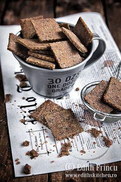 Crackers dietetici cu faina de secara si de in, tarate de grau si seminte de chia. Se fac rapid si sunt foarte sanatosi.
