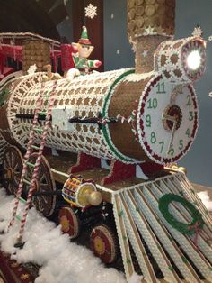 Gingerbread Train made entirely out of gingerbread Gingerbread Train, Gingerbread Village, Gingerbread Decorations, Christmas Gingerbread House, Christmas Candy, Christmas Treats, All Things Christmas, Winter Christmas, Gingerbread Cookies