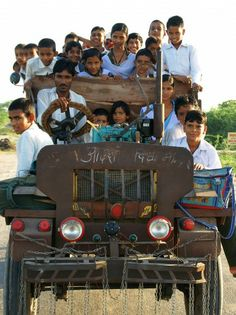 Typical school bus trip for children at Ajmer Mother India, India School, Kindergarten, India People, Bus Travel, Largest Countries, World Of Color, India Travel, Incredible India