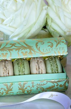 Green & Gold Arabesques gift box #ladureechristmas
