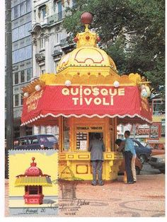A Kiosk in Lisbon Photo: Antiquariaa Archive - CTT Postcard Portugal Tourism, Iberian Peninsula, Old Photos, Mustard, Windsor Castle, Small Shops, Food Trucks, Fun Art, Yellow