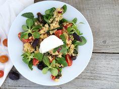 glutenvrije salade met gierst, geitenkaas, munt en dadels