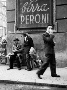 Napoli: unknown photographer, men in a street of Napoli