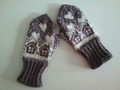 Knit Mittens, Mitten Gloves, Knitting, Barn, Tricot, Socks, Crochet Stitches, Tejidos, Hands