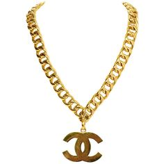 Pre-owned CHANEL Vintage '87 Gold Oversized Chain Link CC Pendant... (6,350 ILS) ❤ liked on Polyvore featuring jewelry, necklaces, accessories, chanel, chain, chain necklaces, pendant necklace, yellow gold necklace, gold pendant and gold jewelry