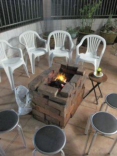 +2012.9.30+  他問,為甚麼中秋總要燒野食。  我想大概因為那些椅子都能聚起來。