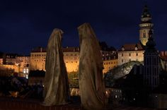 Kielnhofer created his first Time Guard in 2006. Drawing on religious and mystic experiences, the artist produced a life-sized figure cloaked in a hooded robe, resembling a wandering druid or monk deep in meditation. Paranormal proponents might liken the Time Guards to the traditional hooded phantom, or even the Grim Reaper, while the nine Nazgul may spring to the minds of Lord of the Rings fans.