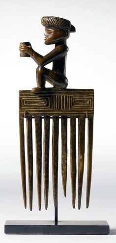 Africa | Comb from the Chokwe people of Angola | Wood