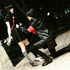 Juuzou and Hanbee cosplay Juuzou Cosplay, Tokyo Ghoul Cosplay, Juuzou Suzuya, Cosplay Ideas, Haikyuu, Squad, Stitches, Manga, Board