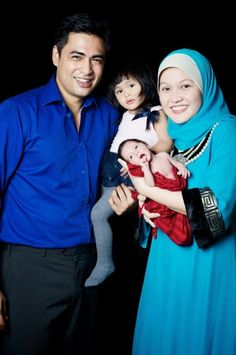All are aware of the child's birth to the two astronaut Datuk Dr Sheikh Muszaphar Shukor and his wife Dr Halina. What is the long awaited pictures of their new baby are said to be identical to his father.