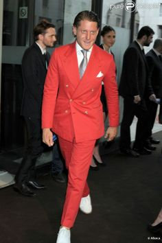 Lapo Elkann. Red suit worn with white shoes.