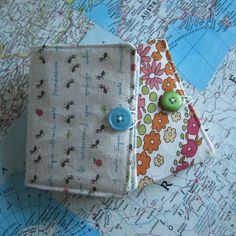 How to Sew a Needle Book: 9 Steps (with Pictures) Vintage Sewing Notions, Vintage Sewing Machines, Sewing Spaces, Sewing Rooms, Needle Book, Needle Case, Sewing Crafts, Sewing Projects, Sewing Ideas