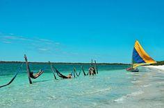 Jericoacoara - CE O que te espera: Praias deslumbrantes com ar rústico e encantador. É uma vila de pescadores com espaço para descanso, contato com a natureza, esporte, como o kitesurf, e também diversão noturna. Definitivamente, é um dos lugares mais bonitos para se conhecer no nordeste brasileiro.