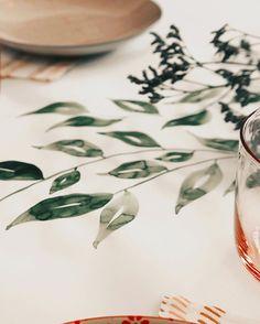 "@diehandletterei shared a photo on Instagram: ""#handletteringmeetsillustration 📖 >>> Projekt: #watercolor #tischläufer 😌♥️ . . . #watercolordiy #watercolortechnique…"" • Jun 20, 2020 at 6:29am UTC"