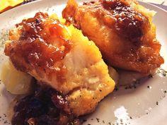 Medallones de bacalao con cebolla confitada, uno de los platos que más gustan de nuestro menú diario.