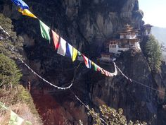 The world-famous Tigers nest in Bhutan - Guru Rinpoche spread Buddhism to Tibet from here. Source: http://www.buddhismus-und-business.de