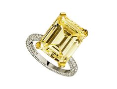 Messika diamant jonquille http://www.vogue.fr/diaporama/diamants-de-couleurs-bleu-jaune-rose-vert/21305#!messika-diamant-jonquille
