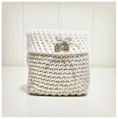Crochet square basket Square Baskets, Tissue Holders, Facial Tissue, Homemade, Crochet, Crafts, Diy, Crochet Hooks, Do It Yourself