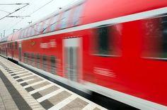 Ausfälle und Verspätungen bei Bus und Bahn in Stuttgart - Die S-Bahn-Strecke zwischen Stuttgart-Vaihingen und Hauptbahnhof ist wieder frei. Auch die Stellwerkstörung entlang der Linie S2 vom Donnerstagmorgen ist inzwischen behoben. http://www.stuttgarter-zeitung.de/inhalt.vvs-stoerungsmelder-ausfaelle-und-verspaetungen-bei-bus-und-bahn-in-stuttgart.dc0f9528-6c9f-41a7-b7dc-50f9d617fdcf.html