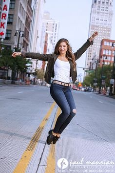 Tap Dance Senior Pictures Pose Ideas for Girls - Detroit Photographers Senior Picture Poses, Dancer Senior Pictures, Dance Picture Poses, Dance Photo Shoot, Poses Photo, Dance Poses, Poses For Pictures, Dance Pictures, Photo Shoots