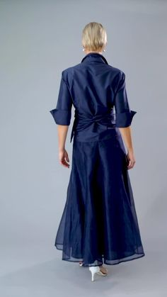 Tea Length Navy Blue pure silk with sleeves is classic and elegant for the mother of the bride/ groom for a cocktail, beach, boho, country, rustic, formal wedding and rehearsal dinner in Spring/ Summer and Fall/ Winter | Mother of the Bride / Groom Dresses #livingsilk #celebrateinsilk #puresilk #motherofthebridedresses #motherofthegroomdresses #weddingideas #weddings