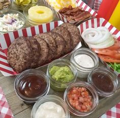 Burger Bar Party Idea - Making Time For Mommy Hamburger Party, Hamburger Toppings, Burger Bar Party, Burger Menu, Bbq Party, Chipotle Mayo, Grilled Cheese Recipes Easy, Burger Night, Graduation Party Foods