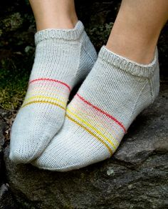 Whit's Knits: Sporty Striped Peds - Knitting Crochet Sewing Crafts Patterns and Ideas! - the purl bee The perfect socks for summer! Crochet Socks, Knit Or Crochet, Knitting Socks, Knit Socks, Crochet Granny, Hand Crochet, Purl Bee, Striped Socks, Striped Knit