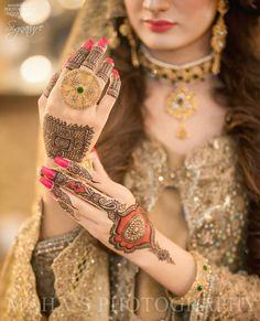 Mehndi Design Offline is an app which will give you more than 300 mehndi designs. - Mehndi Designs and Styles - Henna Designs Hand Dubai Mehendi Designs, Pakistani Mehndi Designs, Latest Arabic Mehndi Designs, Latest Bridal Mehndi Designs, Mehndi Designs For Hands, Mehandi Designs, Tattoo Designs, Legs Mehndi Design, Beautiful Mehndi Design