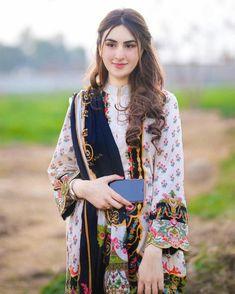 Pakistani Fashion Casual, Pakistani Dresses Casual, Pakistani Dress Design, Asian Fashion, Simple Dresses, Pretty Dresses, Casual Dresses, Stylish Dresses, Casual Wear